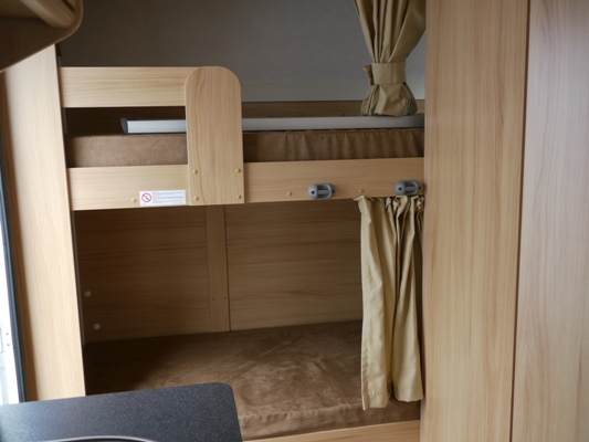 caravane avec lit superpos d occasion auto sport. Black Bedroom Furniture Sets. Home Design Ideas