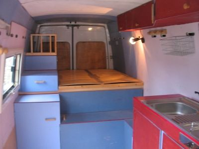 amenagement interieur de fourgon en camping car auto sport. Black Bedroom Furniture Sets. Home Design Ideas