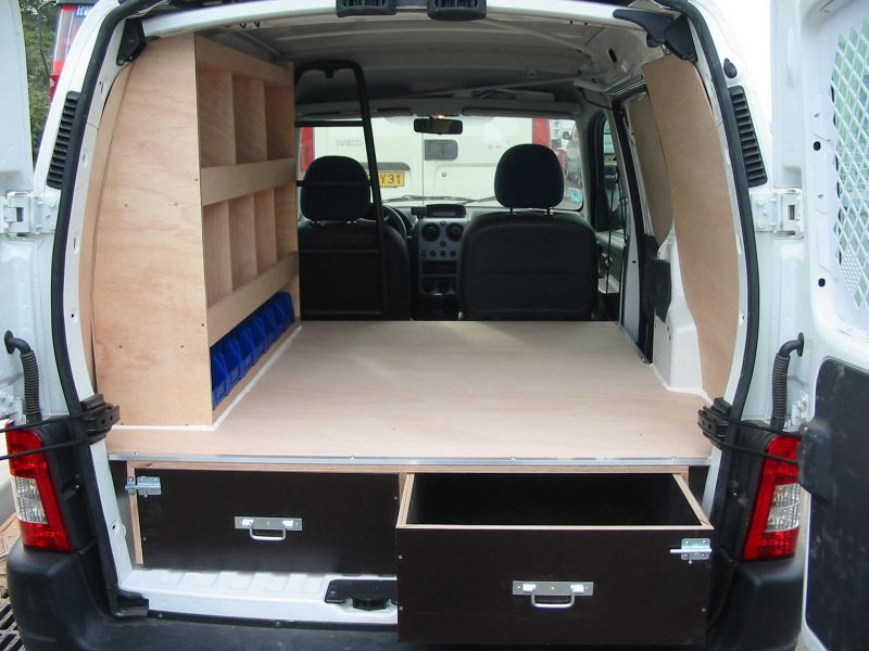 Amenagement loisir vehicule utilitaire auto sport for Amenagement interieur camping car