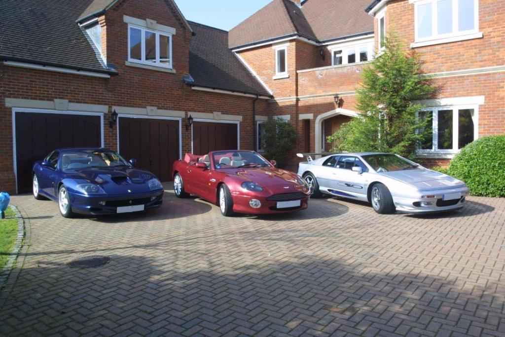 garage voiture de luxe auto sport